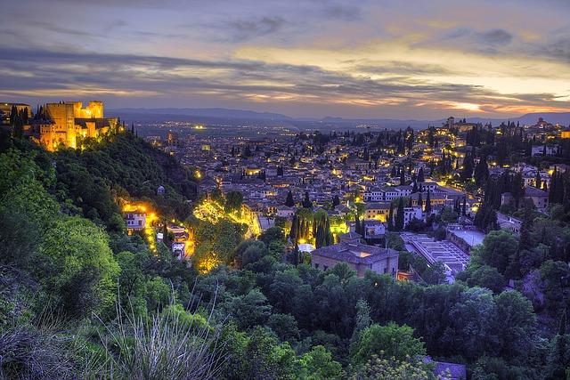 Granada by night (must-see travel destinations)